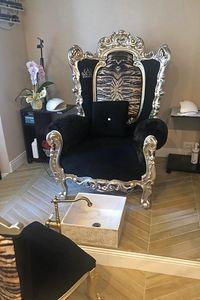 Casanova Zebra, Poltrona in stile barocco con braccioli imbottiti