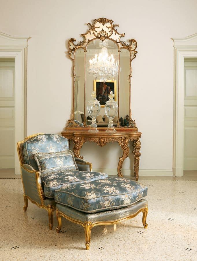 Eleonora, Poltrona classica con pouf, finitura foglia oro