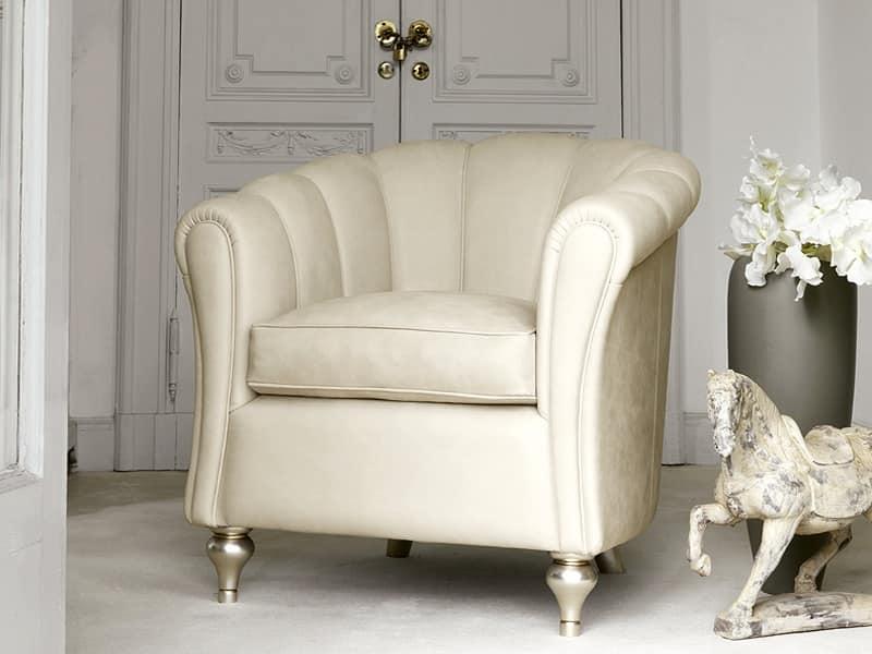 Poltrona lavorata a mano comoda ed elegante idfdesign for Poltrona classica camera da letto