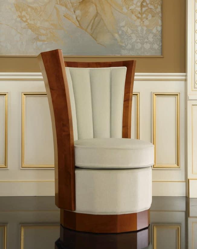 Poltrona Decò, Poltrona in stile decò, imbottita, con base in legno massello