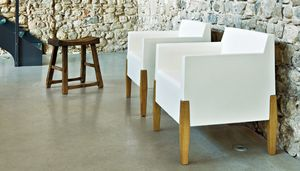 Kubrik, Poltrona design in plastica e legno