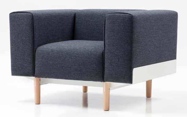 Poltrona imbottita in poliuretano piedi in rovere idfdesign for Poltrone moderne per soggiorno