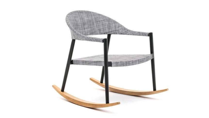 Poltrona a dondolo in legno e tessuto colore grigio design moderno
