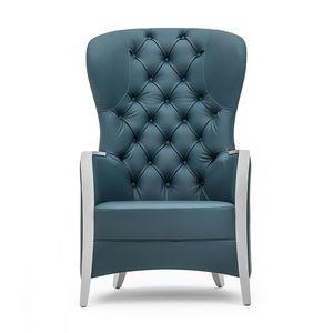 Euforia 00143K, Poltrona in legno massiccio, seduta imbottiti, schienale capitonn�, braccioli in legno, stile moderno