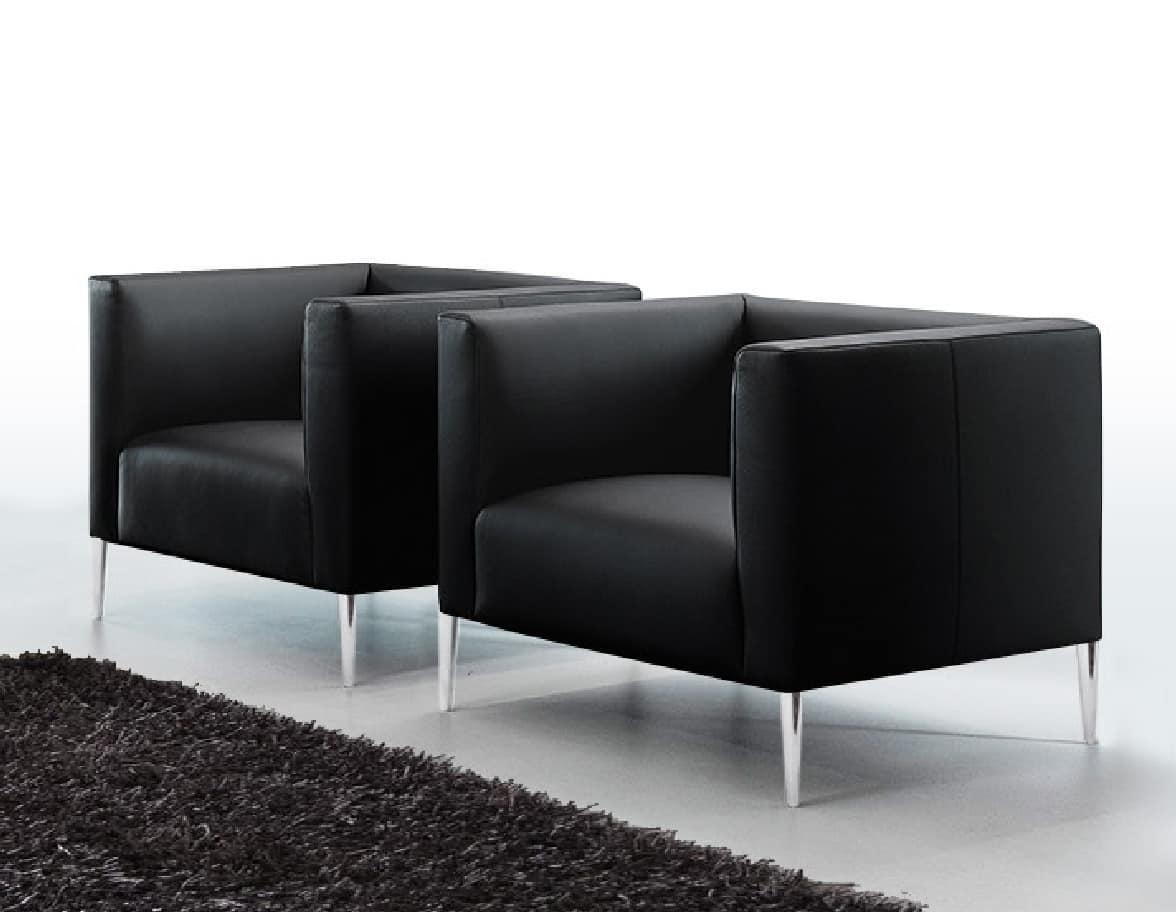 Poltrona moderna in stile squadrato con gambe in metallo for Divani con gambe