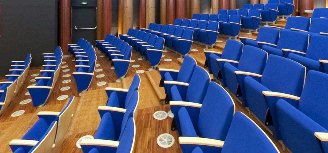 EIDOS WOOD, Poltrona auditorium, impreziosita dai dettagli in legno