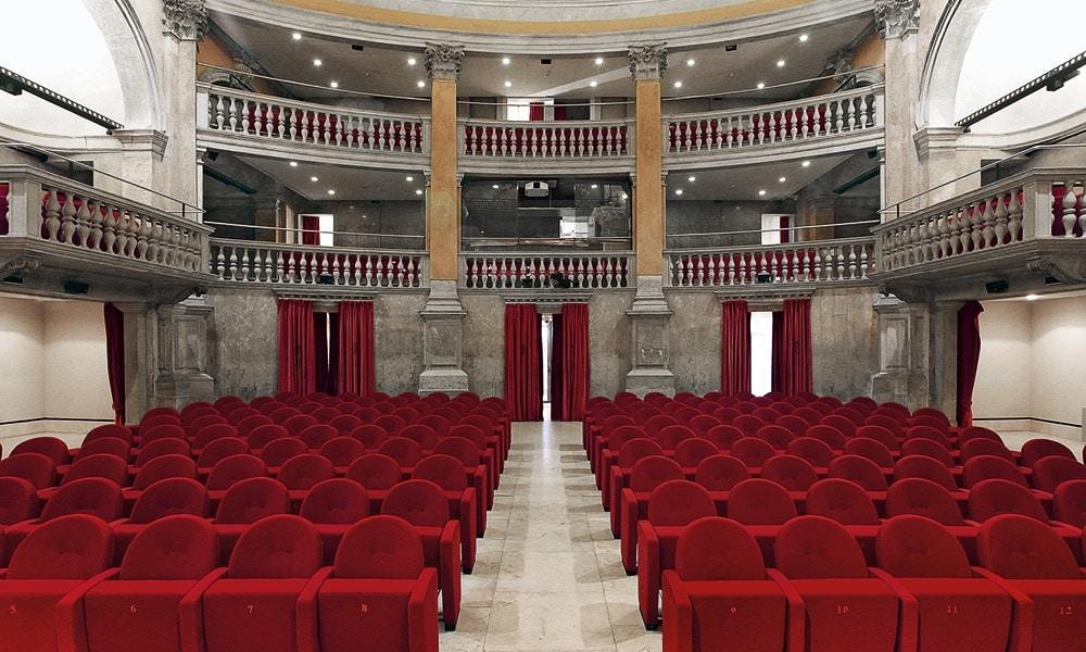 METROPOLITAN, Versatili sedute per sale conferenza e teatri