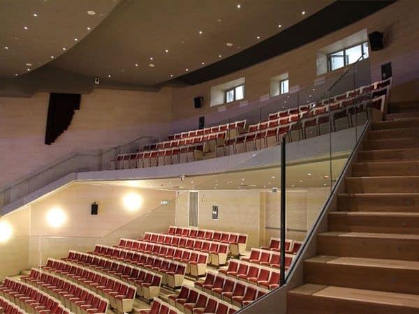 Poltrona con sedile ribaltabile per teatro e cinema for Poltrone teatro