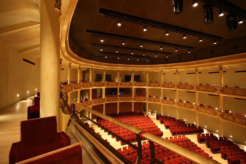 Teatro Ristori di Verona, Poltrona con seduta ribaltabile per teatri