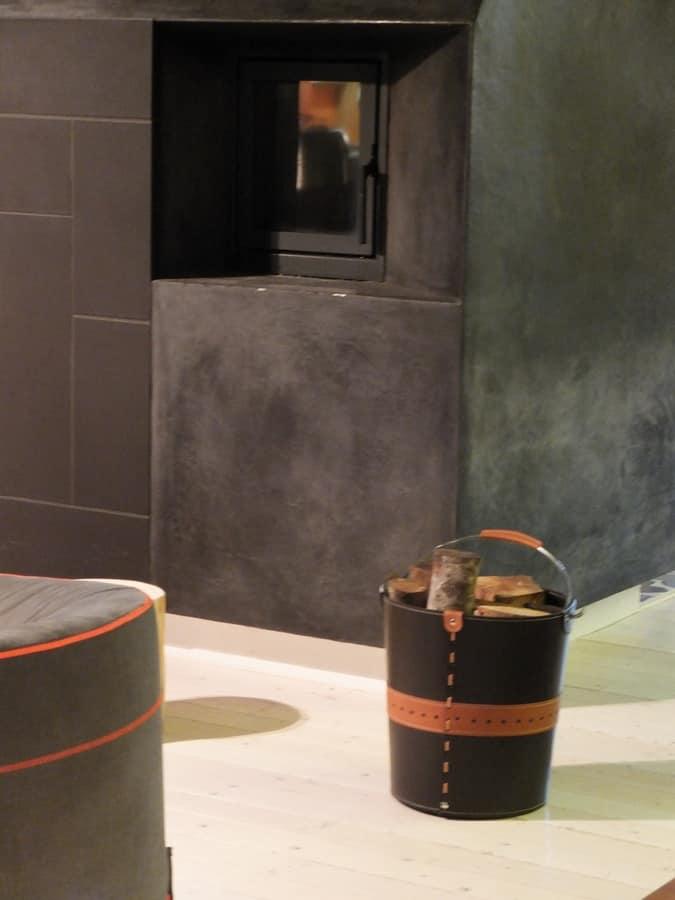 Secia, Portalegna a forma di secchio, in cuoio e acciaio