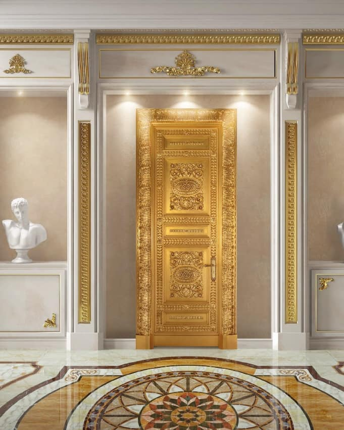 Corona Gold, Porta interamente decorata in foglia oro anticato