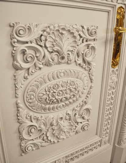 Corona White, Porta classica intagliata, laccata e patinata