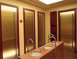 Porta in ottone satinato maniglioni in acciaio inox per - Porte per bagni pubblici ...
