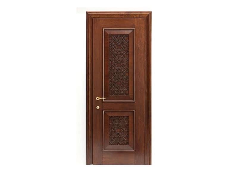 Nadir, Porta finitura noce, con inserto in legno massiccio intagliato, per alberghi e abitazioni