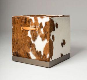 La Parigina pouf cubico, Pouf dalla forma cubina, con maniglie in pelle