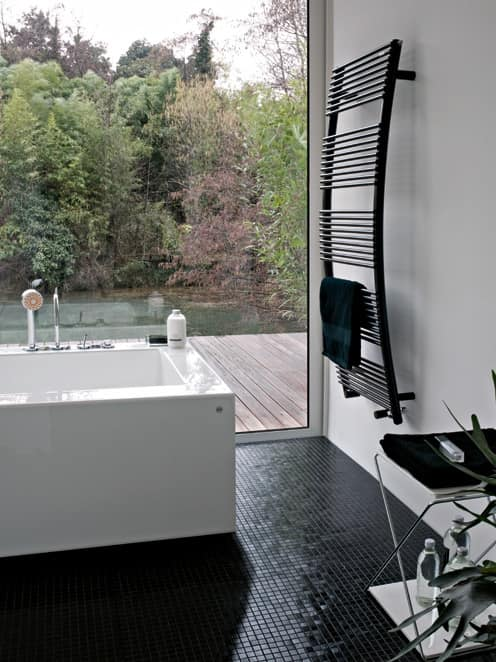 Parentesis, Scaldasalviette dalla forma arcuata, per il bagno
