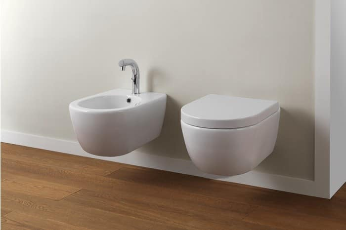 wc e bidet sospesi in ceramica idfdesign. Black Bedroom Furniture Sets. Home Design Ideas
