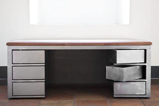 Scrivania moderna in metallo con piano in legno - Desk by Laboratorio ...