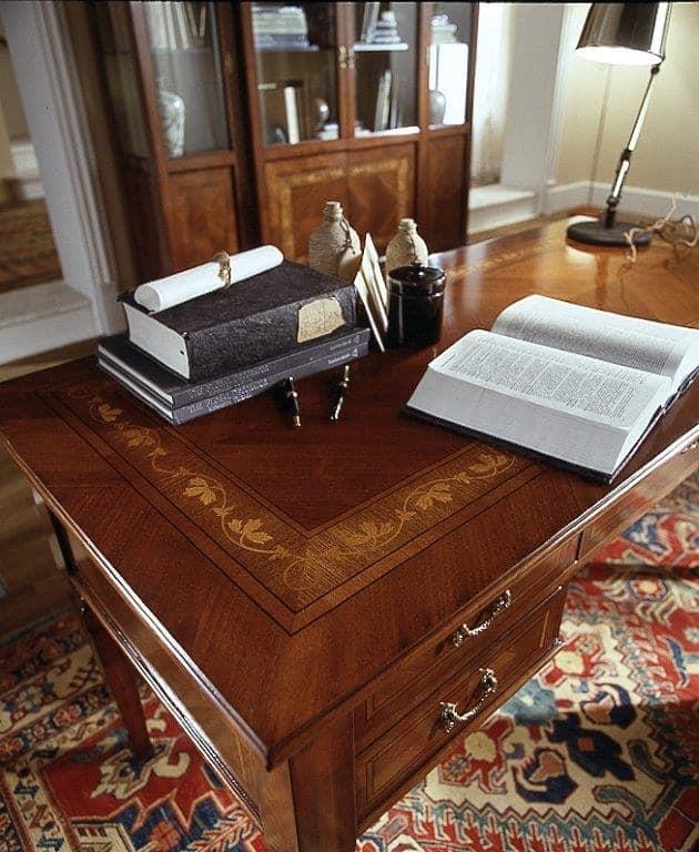 D 401, Scrittoio classico in ciliegio, piano intarsiato, 5 cassetti