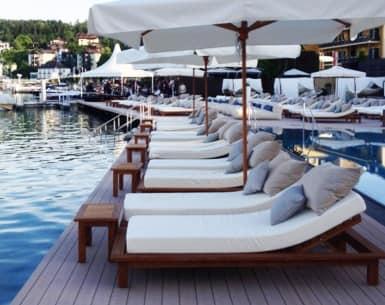 Lettino per esterno in legno per giardini piscine terrazze idfdesign - Lettini piscina ...