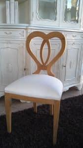 8238 SEDIA, Sedia in legno con schienale a forma di cuore