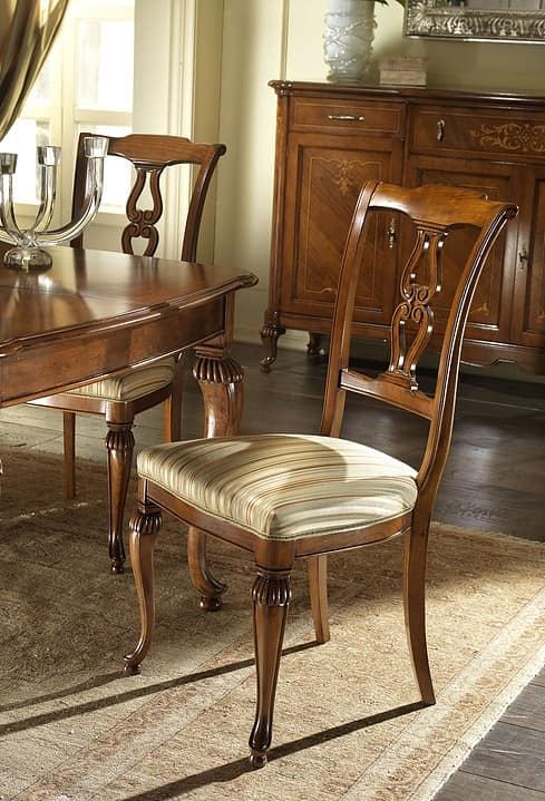 G 601, Sedia intagliata e classica, con seduta imbottita