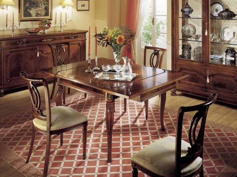 Sedia classica in legno per sale da pranzo idfdesign for Tavolo da pranzo classico