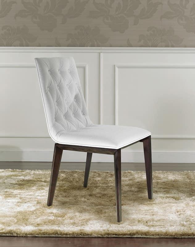 sedia di lusso con imbottitura capitonn sullo schienale