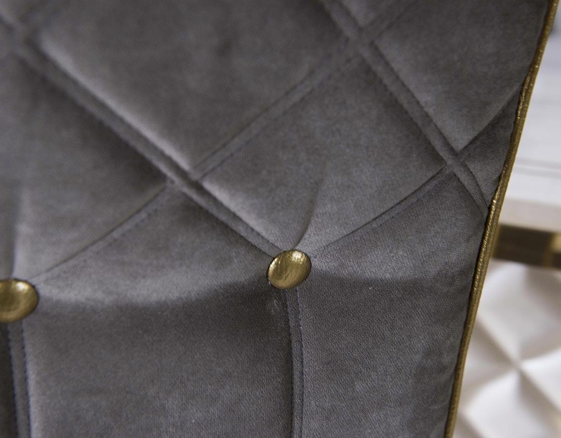 SIPARIO SEDIA, Sedia classica in velluto con bottoni dorati