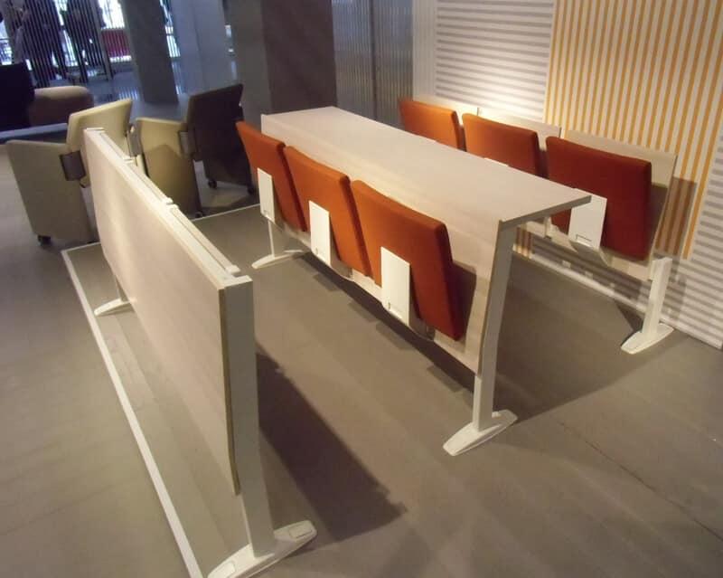 Panche in legno con sedile ribaltabile, per aule universitarie ...