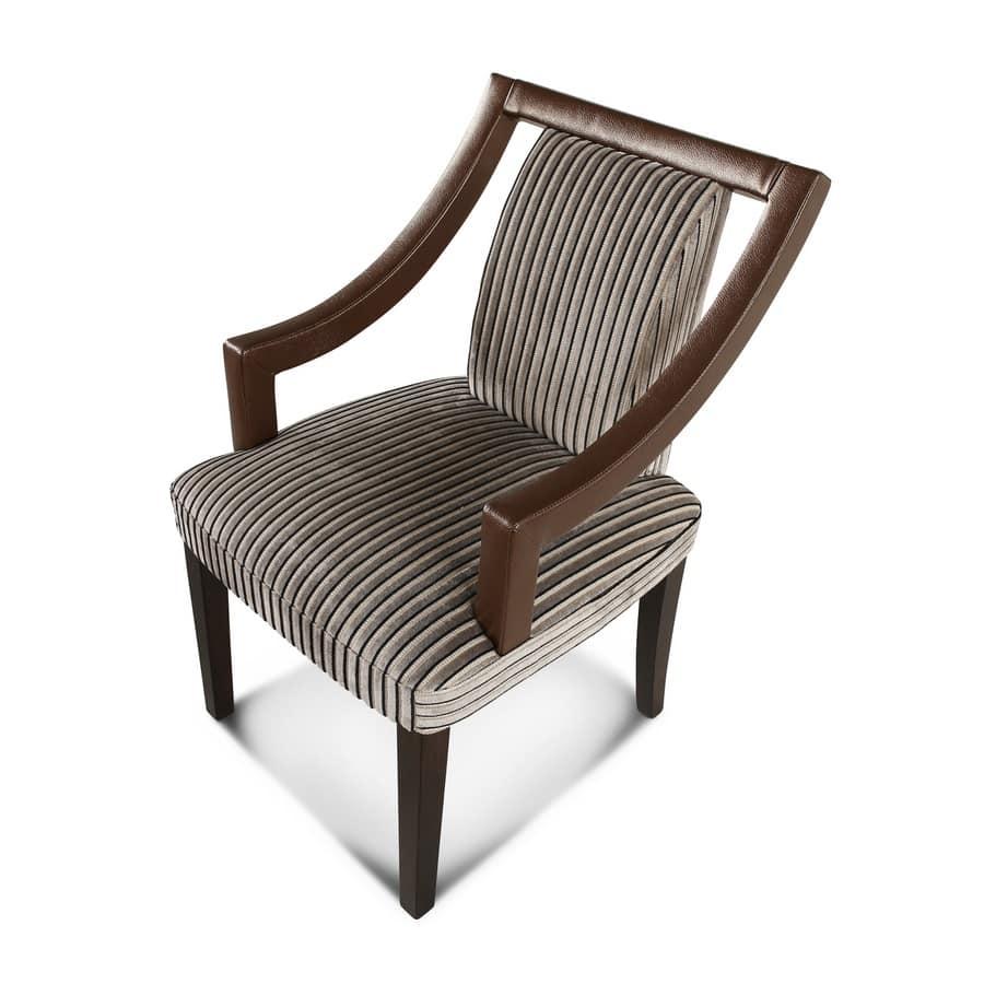 Sedia imbottita con braccioli, struttura in legno   IDFdesign