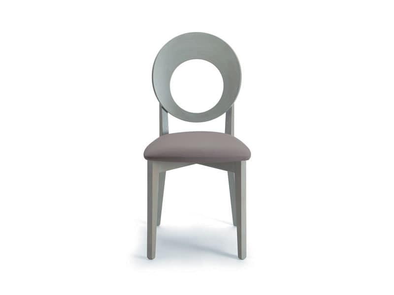 Sedia in legno con schienale tondo forato idfdesign for Sedie design velluto