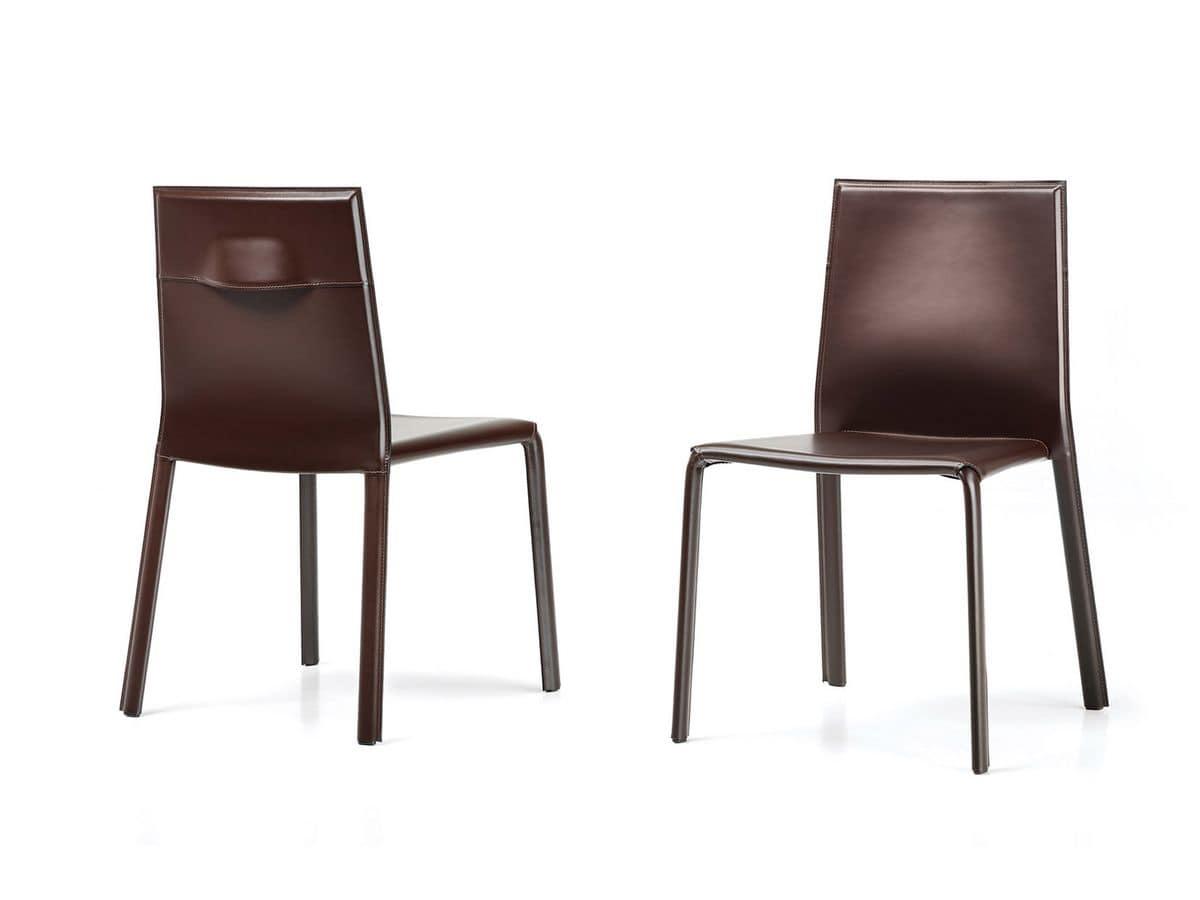 Sedia impilabile in cuoio schienale con maniglia per bar for Sedie da pranzo design