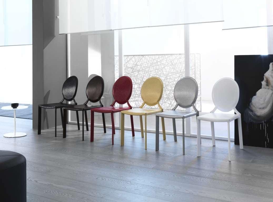 Sedia in cuoio con schienale tondo adatta per ambienti for Ambienti moderni