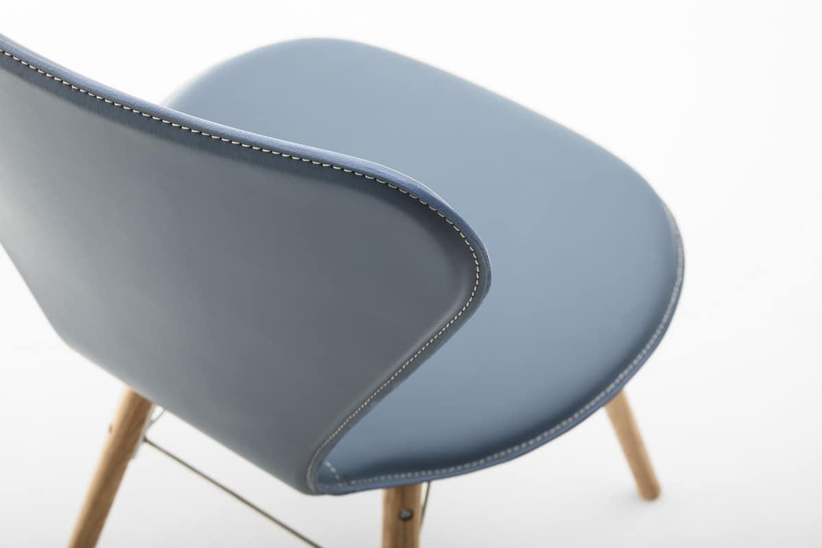 Sedia in cuoio acciaio e legno per uso domestico idfdesign