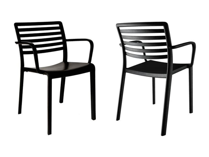 sedia in plastica con schienale a doghe orizzontali per