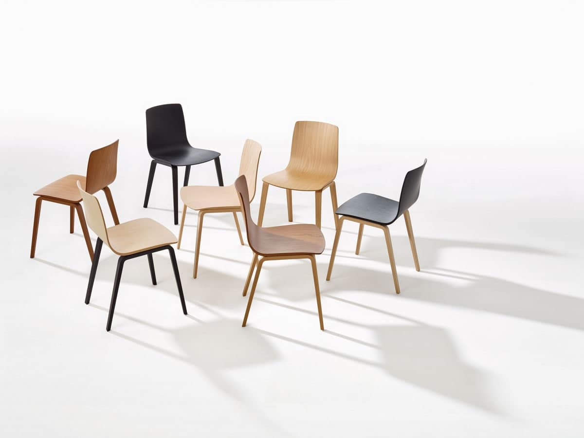 Sedia con base in acciaio scocca in legno multistrato for Sedia design legno