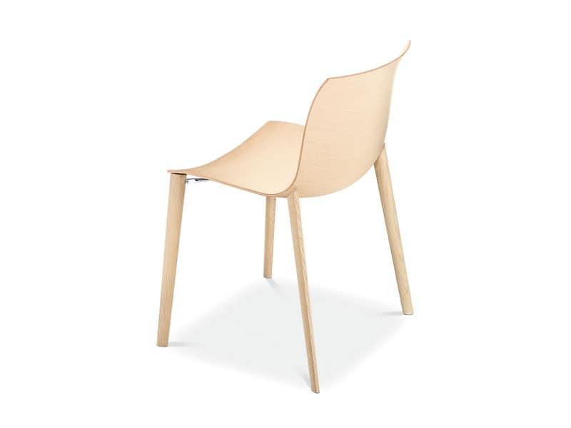 Sedia design in legno forme fluide per uso contract for Sedia design legno