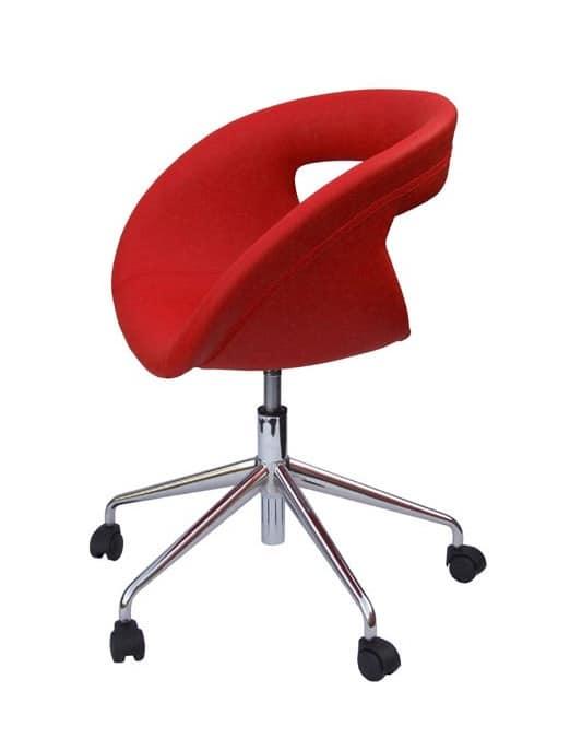 Sedia per ufficio con scocca in pelle con ruote idfdesign for Sedia ufficio ruote