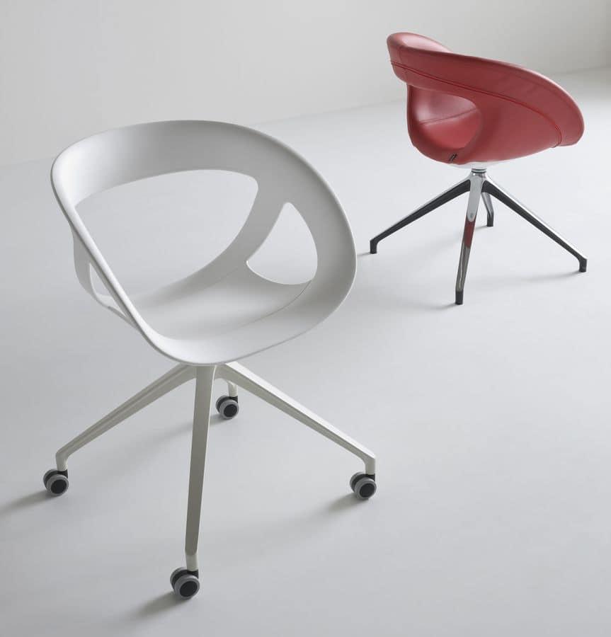 Sedia girevole per ufficio con 4 ruote idfdesign - Sedie plastica design ...