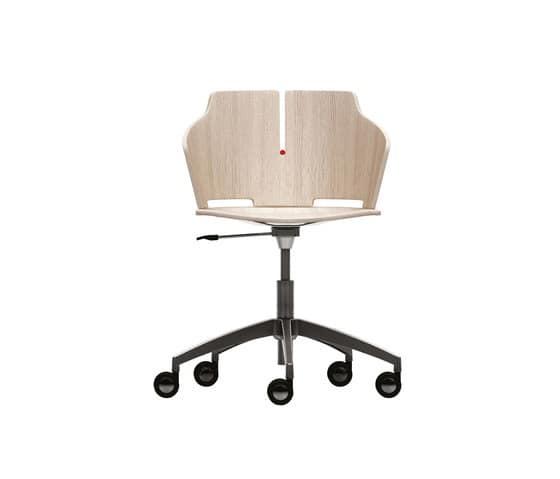 Sedia comoda per ufficio con ruote idfdesign for Sedia design comoda