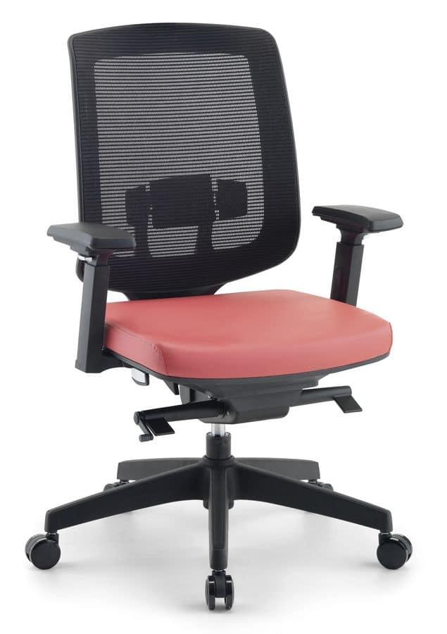 Sedia moderna per uffici direzionali con rete idfdesign for Sedie direzionali per ufficio