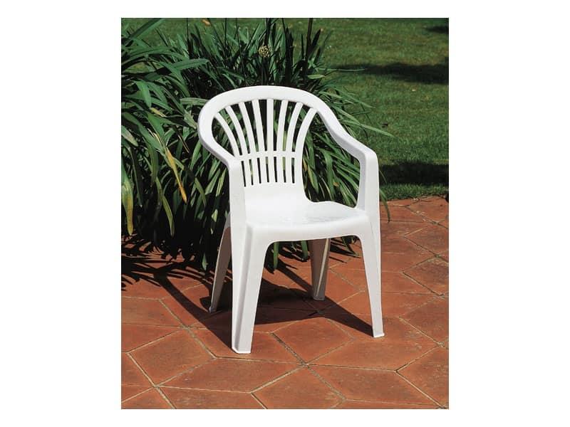 Altea, Sedia per esterno con braccioli, realizzata in plastica