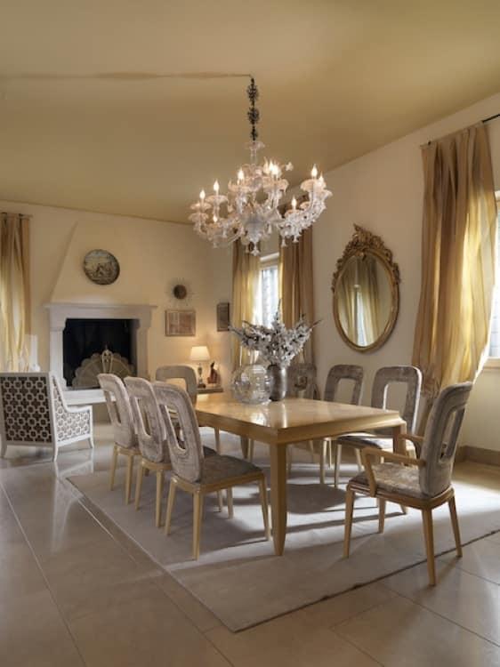 Sedia con braccioli per sala da pranzo idfdesign for Sedia tavolo pranzo