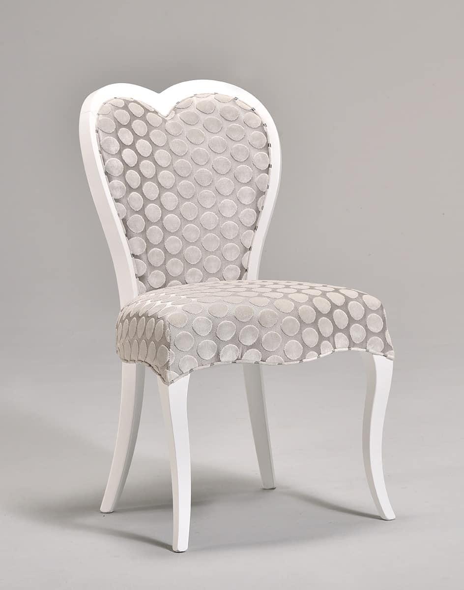 Sedia classica in faggio schienale a forma di cuore for Sedia design of love