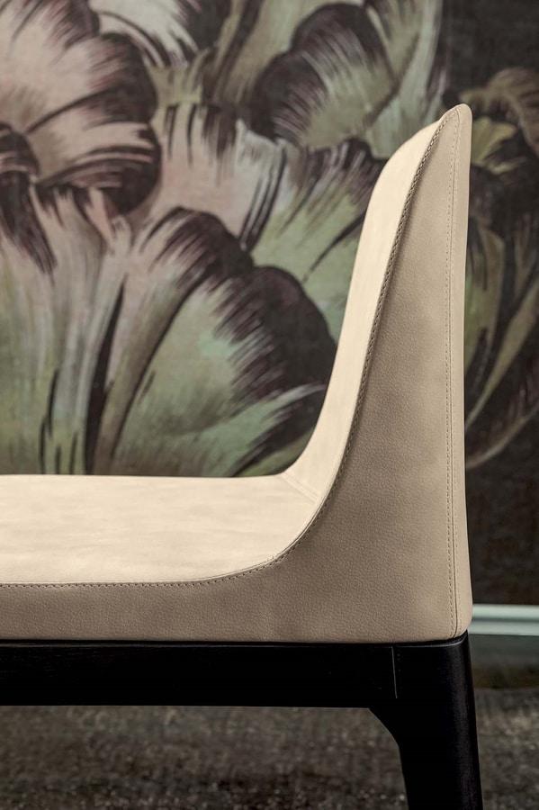 GILDA, Sedia con base in legno e struttura in schiumato a freddo