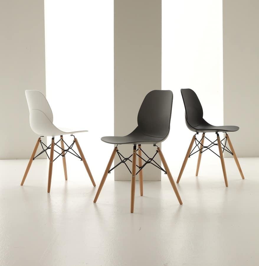 Sedia in polipropilene con gambe in legno idfdesign for Sedie plastica moderne