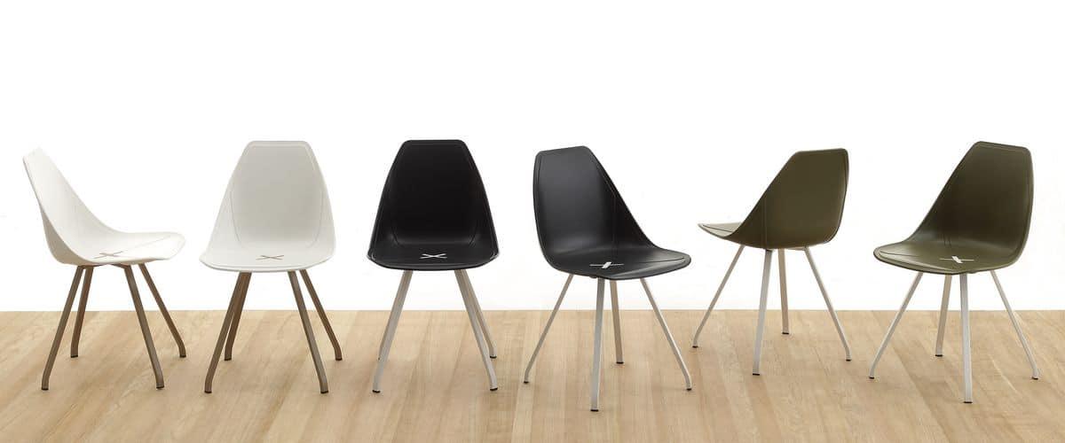 Sedia moderna con scocca in polipropilene e gambe in legno for Sedie legno e plastica