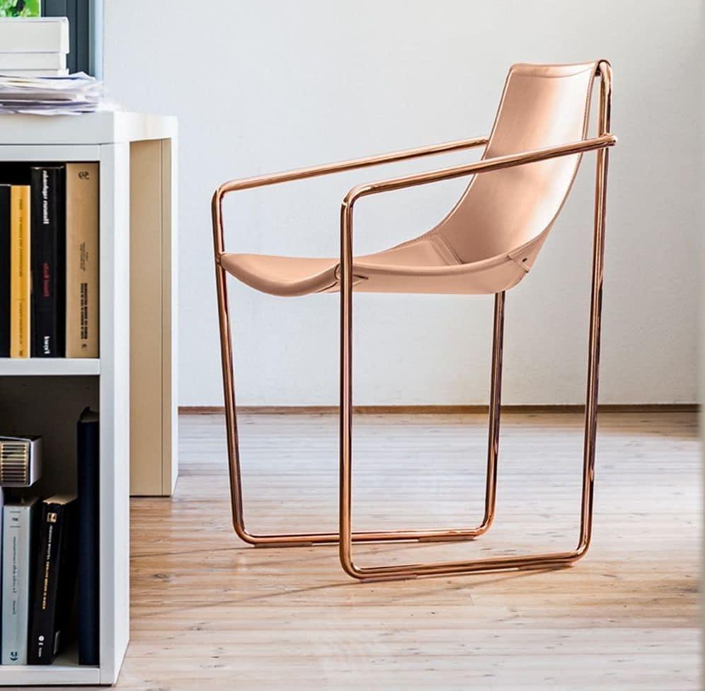 Sedia con base a slitta in metallo e cuoio naturale for Sedie design legno naturale