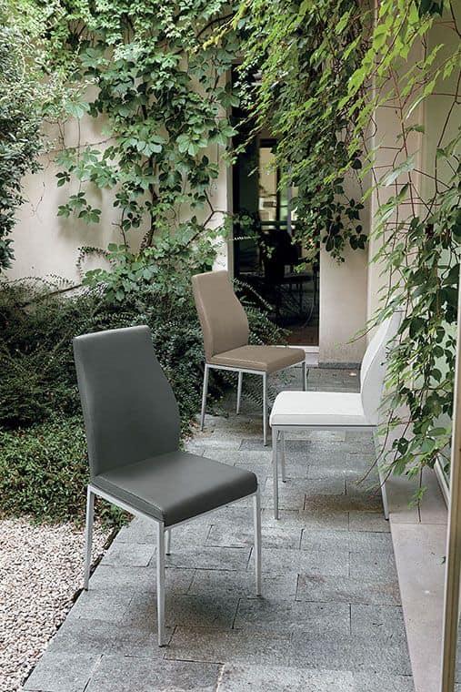 Sedia con base in acciaio seduta e schienale imbottiti for Sedie stile moderno